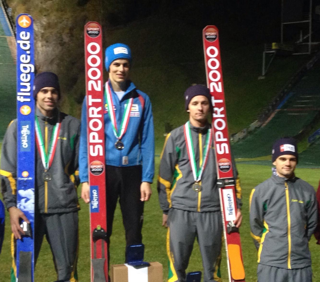 Il podio Assoluto, con Colloredo e Federico Cecon rispettivamente secondo e primo da destra