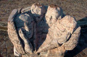 marmo rosso verzegni scultura