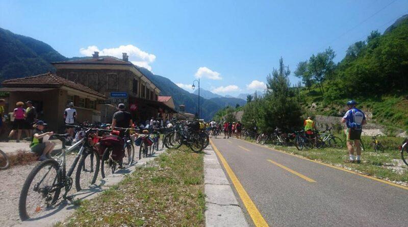 Folla di ciclo-amatori per il debutto (con polemica) della Moggio-Resiutta