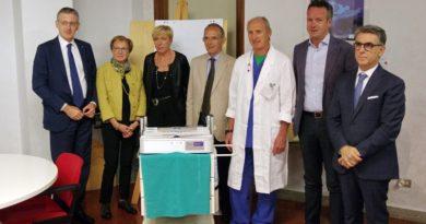 LaBccCarniaeGemonesedona un'apparecchiatura per l'ozonoterapia all'Ospedale di Tolmezzo