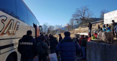 I richiedenti asilo a Tarvisio, sit in per non farli entrare alla Meloni
