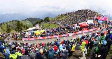Giro d'Italia, Chris Froome trionfa sullo Zoncolan