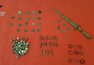 Confiscati i reperti archeologici sequestrati dai Carabinieri in un'abitazione di Arta Terme