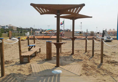 """Da Legnolandia """"aree fumatori"""" sulle spiagge con il legno della Filiera Solidale PEFC"""