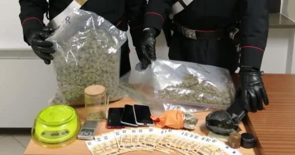 In auto avevano un chilo di marijuana, arrestati madre e figlio